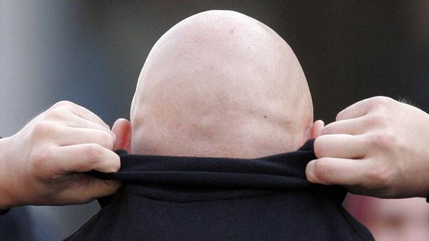 Ein Neonazi mit Glatze
