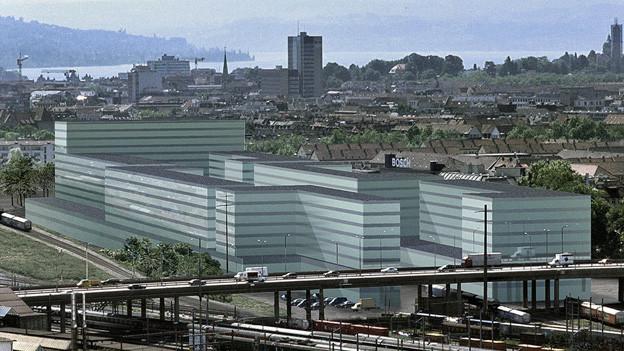 Bildmontage des PJZ mit der Zürcher Innenstadt und See im Hintergrund.