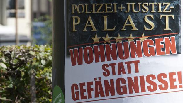 """Plakat aus dem Abstimmungskampf 2011 um das PJZ mit dem Slogan """"Wohnungen statt Gefängnisse"""""""