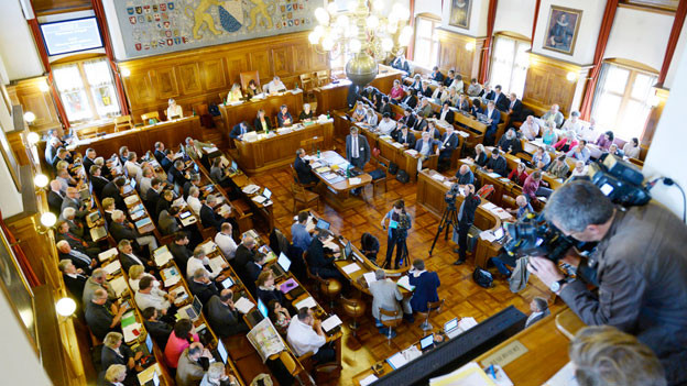 Viele TV-Teams verfolgen die Mörgeli-Debatte im Kantonsrat