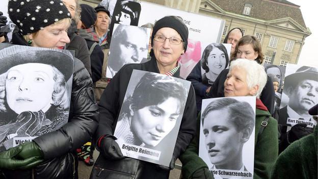 Protestierende gegen die Schliessung des Literaturmuseums Strauhof.