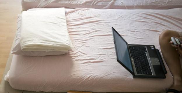 Auch wer über Airbnb ein Bett vermietet, soll Abgaben zahlen.