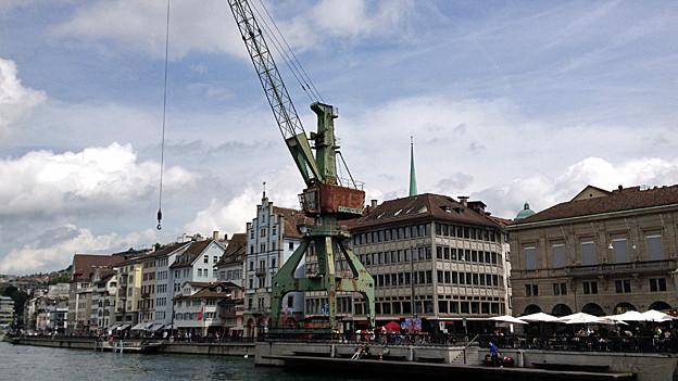 Fixpunkt des Fests: der Hafenkran.