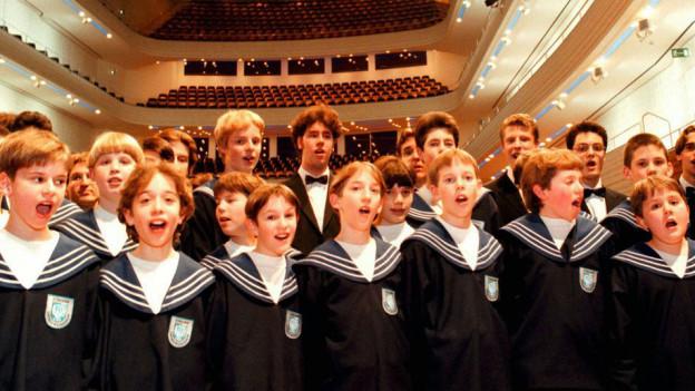 Die Zürcher Sängerknaben bei einem Auftritt.