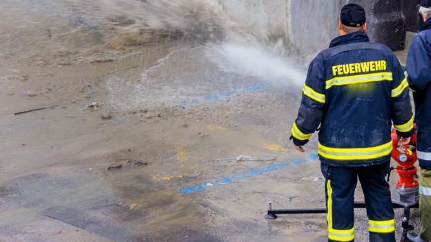 Feuerwehr-Einsatz nach Überschwemmung.