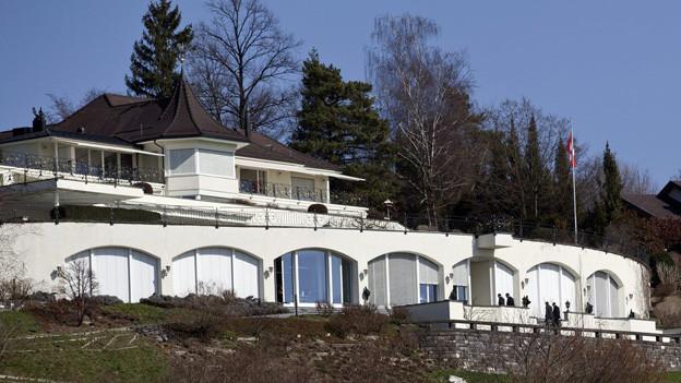 Wurde durchsucht: Christoph Blochers Villa in Herrliberg.