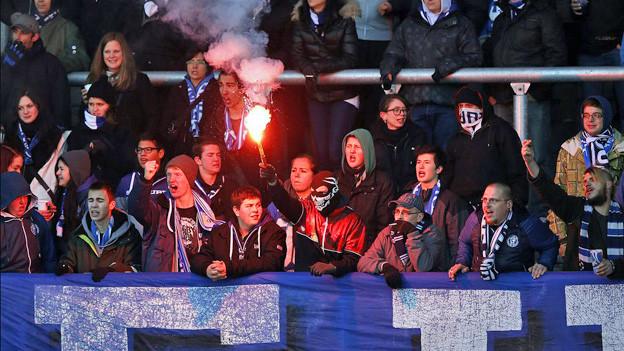 FCZ-Fan zündet Fackel im Stadion
