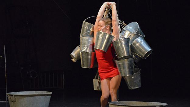 Die Vorstellung der Cie. Poivre Rose & Iva Bittova auf der Seebühne am Theaterspektakel.