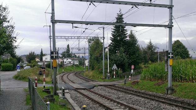 Der Bahnübergang in Samstagern, deren Gong immer wieder manipuliert wurde.
