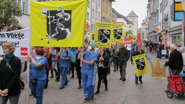 «ESH4 - nicht mit mir» - 20 Organisationen riefen zur Kundgebung durch Schaffhausen auf.