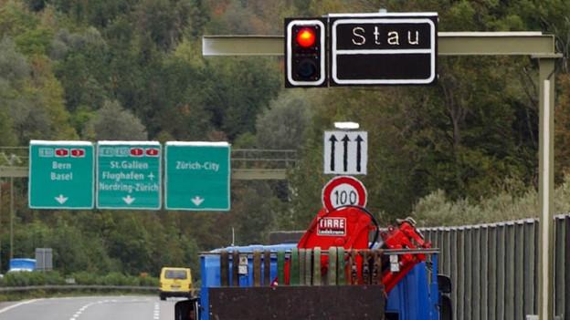Verkehrsnadelöhr: Stau vor dem Gubristtunnel.