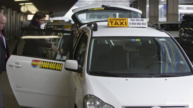 Zürcher Taxifahrer kriegen am Flughafen Konkurrenz.