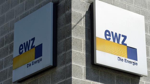 Logo des Elektrizitätswerks der Stadt Zürich an einer Hauswand.