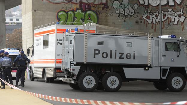 Grossaufgebot der Polizei auf dem Toni-Areal in Zürich