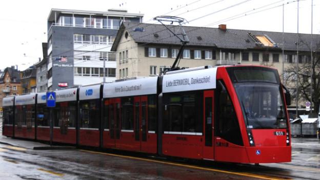 Das Berner Combino bei einer Testfahrt durch Zürich.
