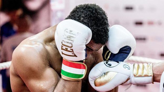 «Carlos» beim Boxtraining mit seinem Trainer