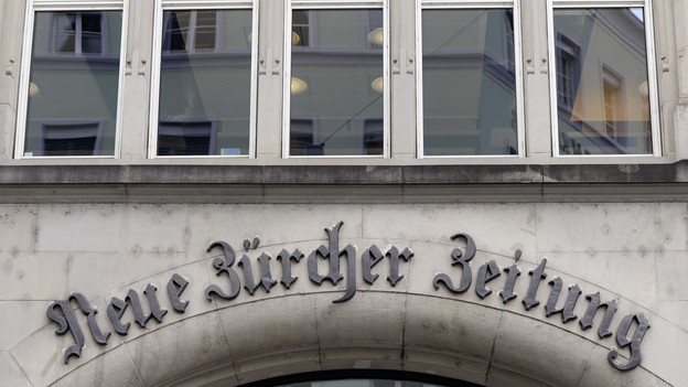 Der Schriftzug der NZZ am Hauptsitz in Zürich.