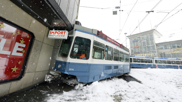 Unfall verursacht mehrere zehntausend Franken Sachschaden.