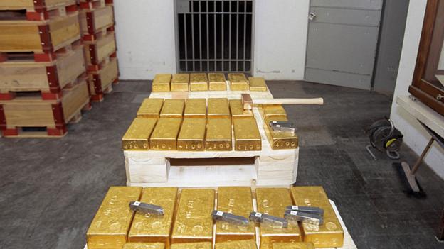 Der Goldpreis ist fast um 30 Prozent eingebrochen. Die Nationalbank schreibt Verluste.