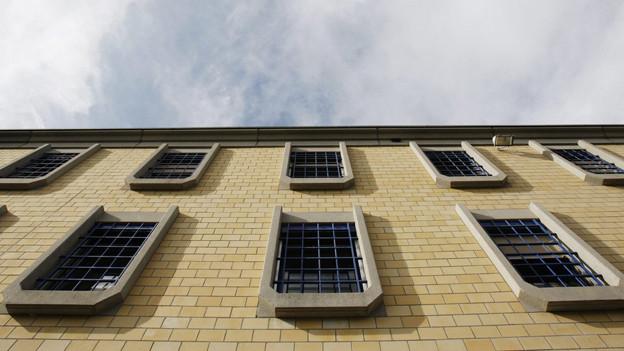 Fassade der forensisch-psychiatrischen Abteilung in der Strafanstalt Pöschwies