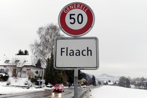 Das Ortsschild der Zürcher Gemeinde Flaach.