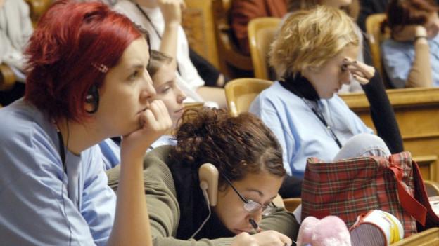 Jugendliche während einer Jugendsession im Bundeshaus.