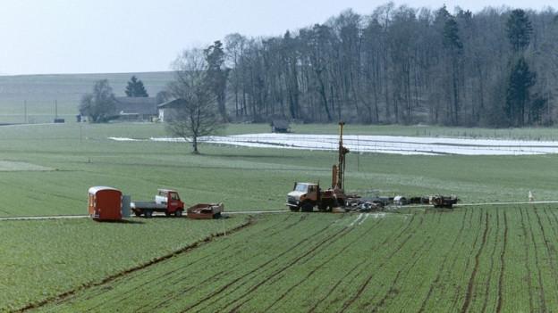 Beginn der Vorbereitungsarbeiten für Bodenuntersuchungen der NAGRA im März 1998.