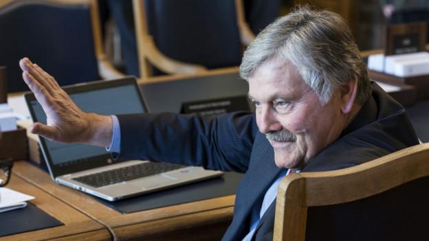 2004 forderte Hans Fehr im Nationalrat ein generelles Arbeitsverbot für Aslysuchende.