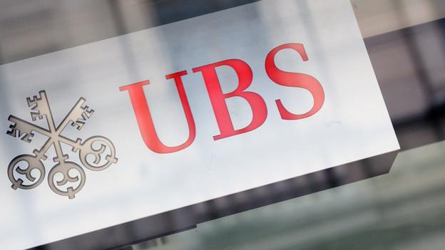 Ein Firmenschild der UBS.