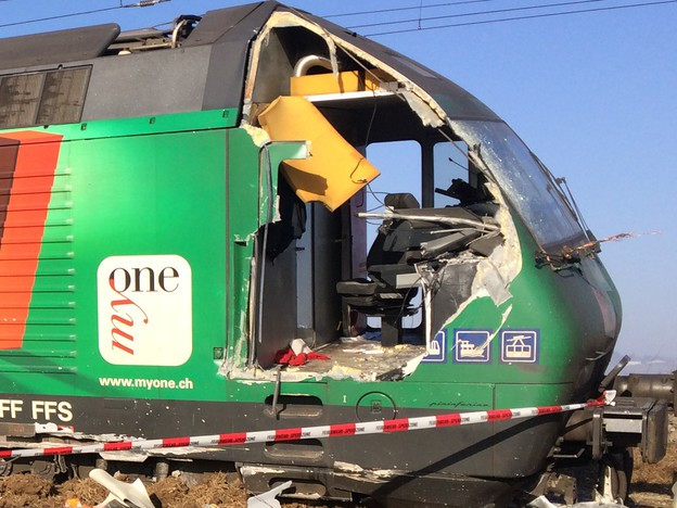 Eine Zuglok, die beim Führerstand aufgeschnitten wurde.