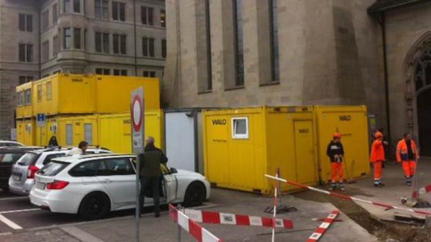 Büros, Garderoben, Waschanlage: Die Stadtarchäologie richtet sich beim Fraumünster ein.