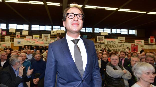 Minister Dobrindt gab sich in Tiengen-Waldshut kampfeslustig vor lärmgeplagten Landsleuten.