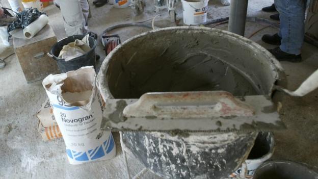 Gipserkübel auf Baustelle