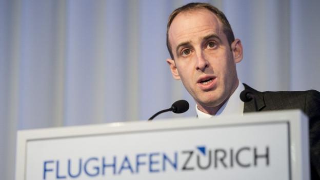 Stefan Widrig referiert an der BMK des Flughafens Zürich