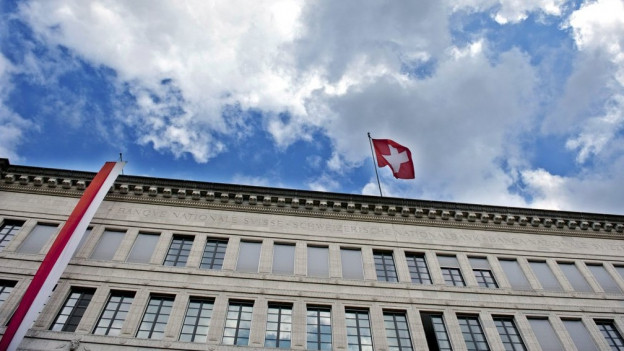 Die Nationalbank in Zürich - von unten gesehen.