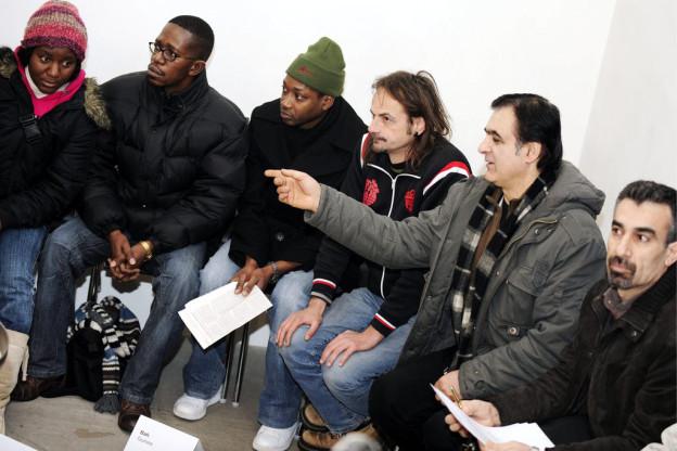 Flüchtlinge in Zürich diskutieren über Rechte und Pflichten.