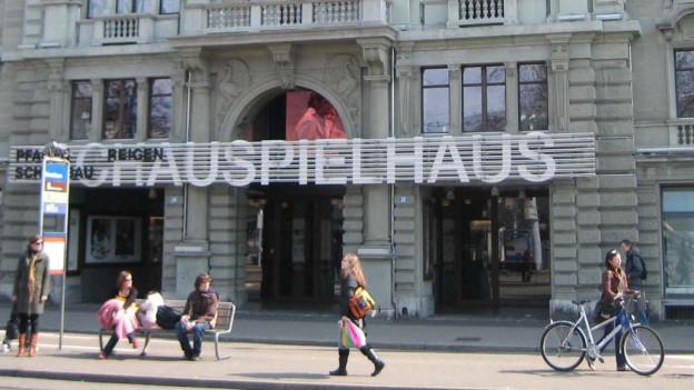 Fassade des Schauspielhauses Zürich