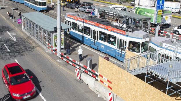 Bis Ende November werden Platz und Brücke saniert und einige Anpassungsarbeiten vorgenommen.