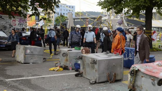 Besetzer machen eine Strassen-Blockade