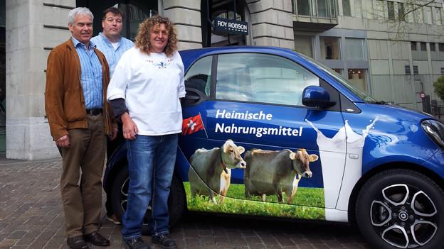 Mitglieder des Zürcher Bauernverbandes präsentieren ihre Roadshos «heimisch»