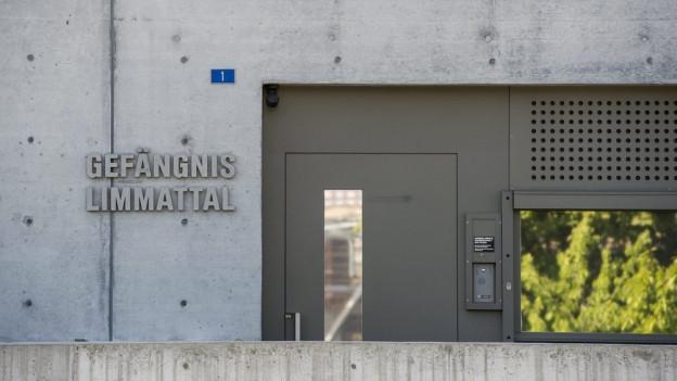 Der Eingang des Gefängnisses Limmattal.