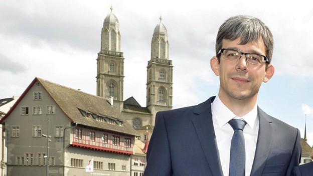 Matthias Wiesmann vor dem Zürcher Rathaus.