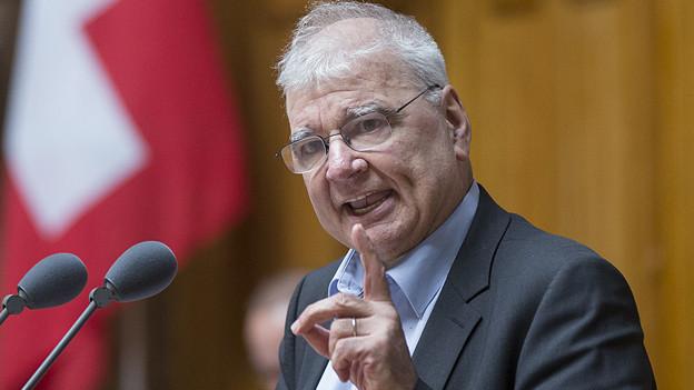 Daniel Vischer am Rednerpult im Nationalrat