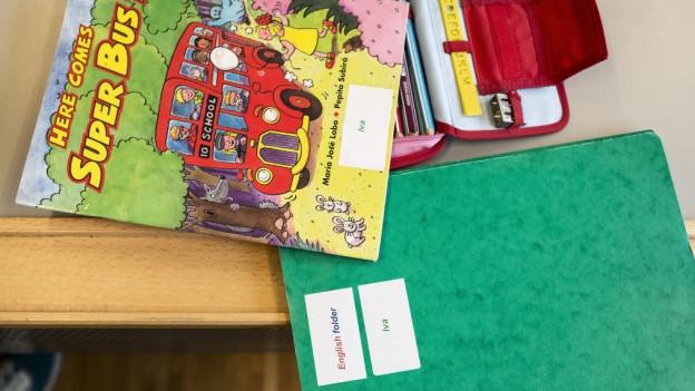 Schulbuch für Kinder, die Englisch lernen.