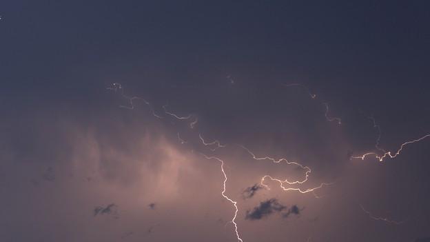 Blitze in Serie am Zürcher Nachthimmel.