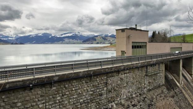 Die Staumauer beim Sihlsee.