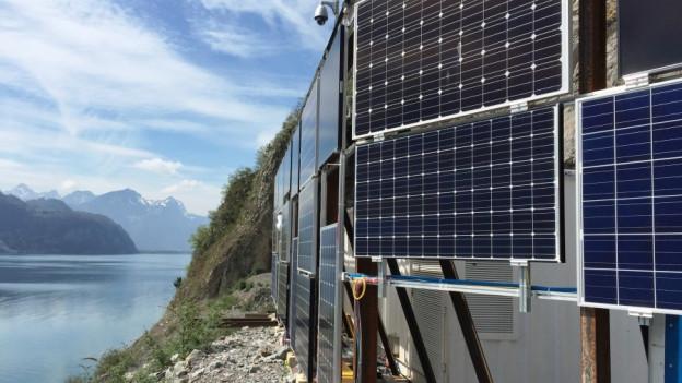 Ein Ärgernis für Naturschützer: Testanlage für das geplante, grösste Solarkraftwerk der Schweiz am Walensee.