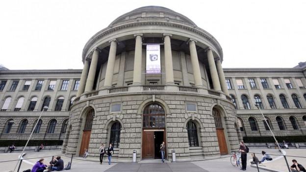 Hauptgebäude der ETH Zürich
