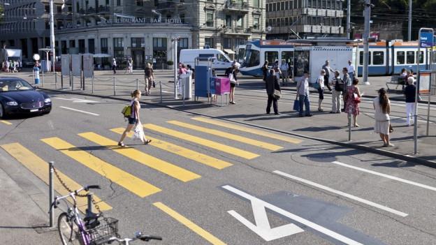 Die Stadt Zürich will am Central eine Autospur abbauen.