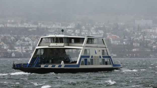 Die Zürichsee-Fähre kurz vor Horgen